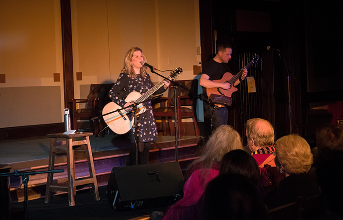 Dar Williams Exudes Peace and Love
