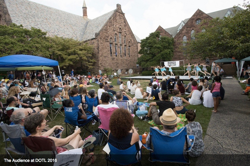 Audience at St. Luke's at Dance On The Lawn 2016. Photo courtesy of Dance on the Lawn.